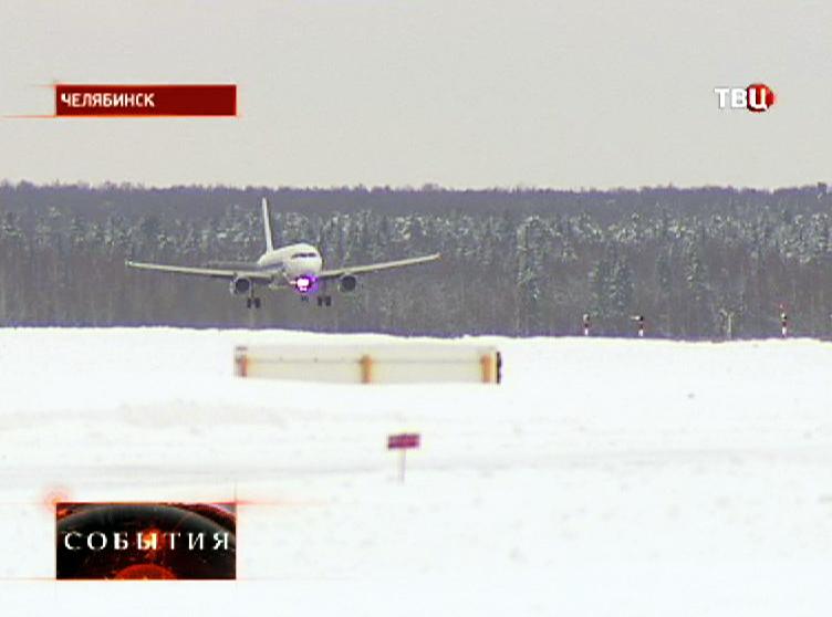 Пассажирский самолет заходит на посадку в аэропорту Челябинска