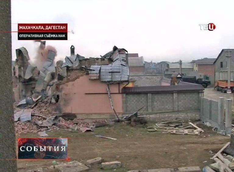 Дом где блокировали боевиков. Кадр из оперативной съемки