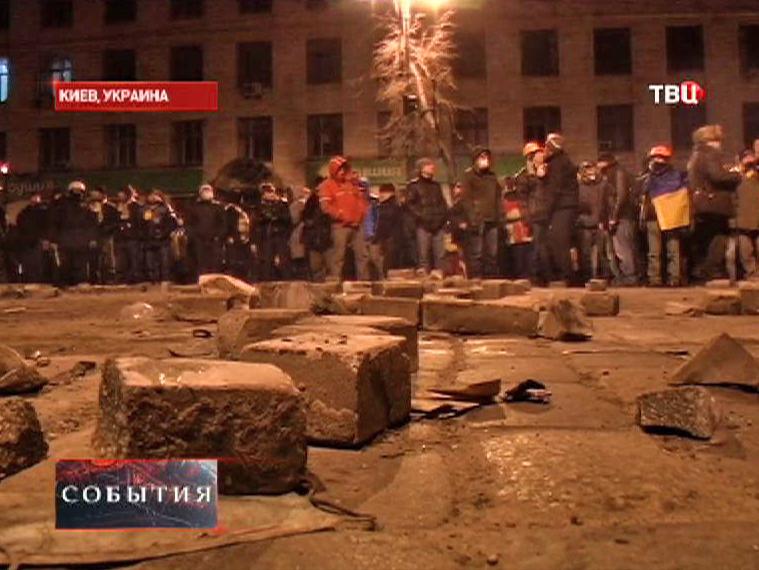 Митингующие в Киеве готовятся к столкновениям с милицией