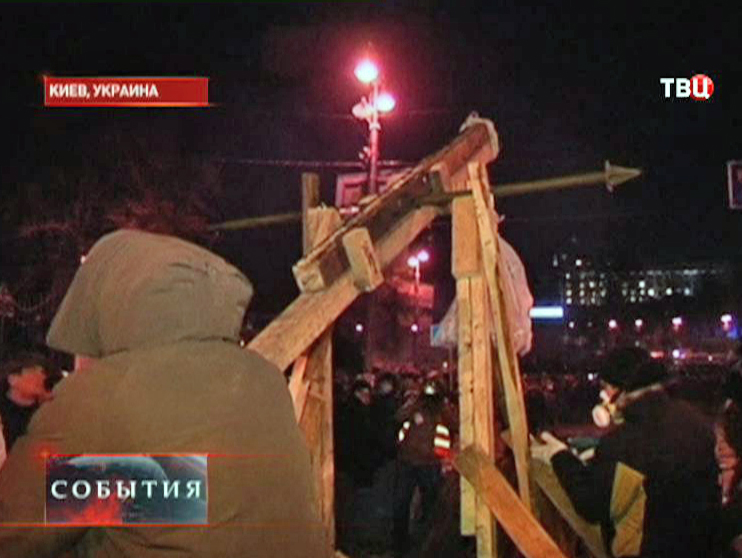 Катапульта, построенная протестующими