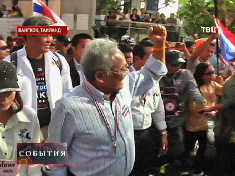 Лидер оппозиции Сутеп Таугсубан на акции протеста в Таиланде