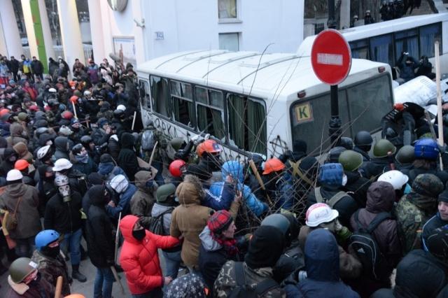 Столкновения на улице Грушевского в Киеве