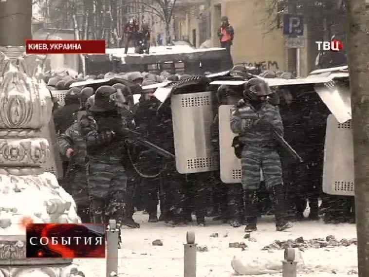 Киевская милиция держит оцепление на акции протеста