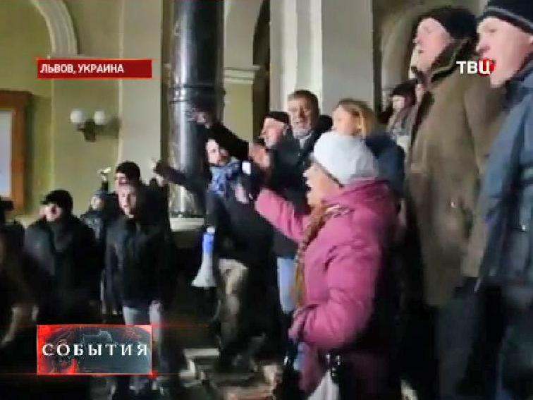 Во Львове радикалы захватили здание областной администрации