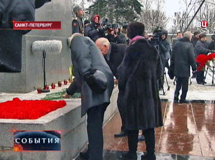 Торжественно-траурная церемония на Пискаревском мемориальном кладбище
