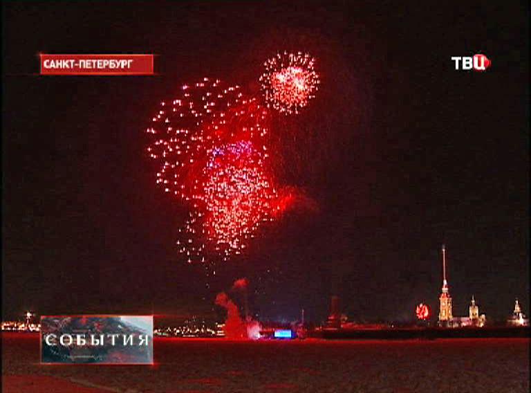 Праздничный салют в честь снятия блокады Ленинграда