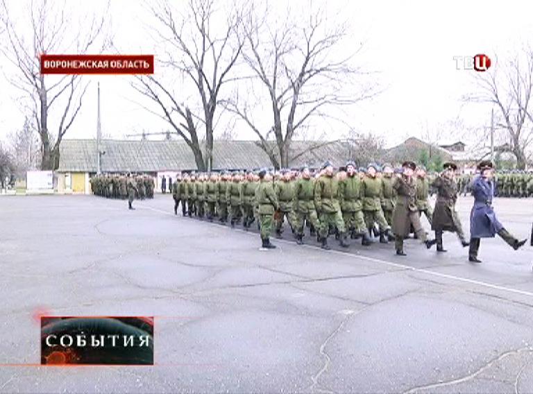 Военнослужащие на плацу
