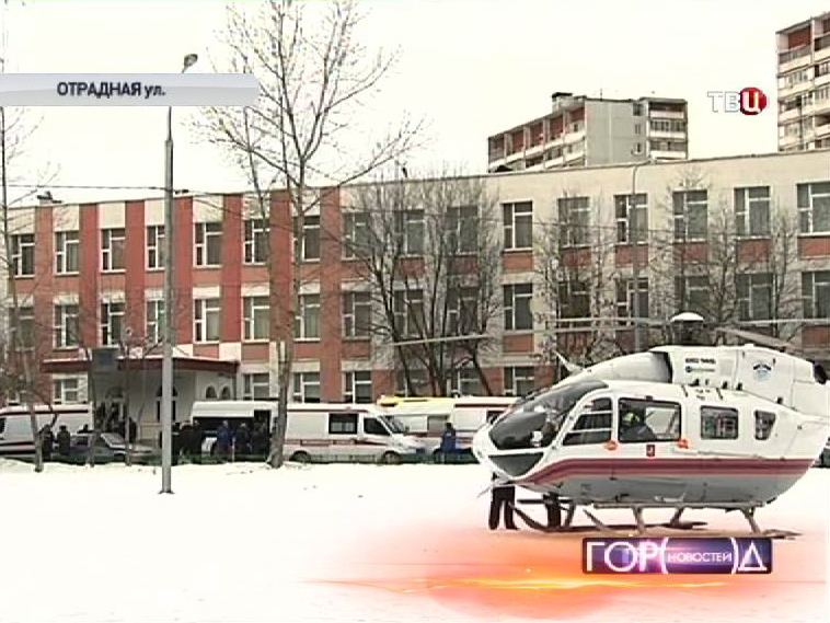 Полиция и служба МЧС на месте захвата школы в Отрадном