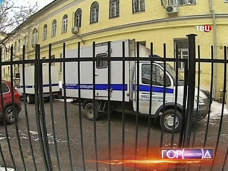 Десятиклассника, устроившего стрельбу в школе, доставили в Басманный суд