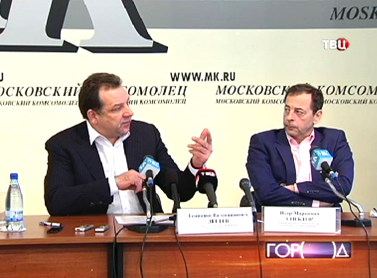 Геннадий Дёгтев выступает на пресс-конференции
