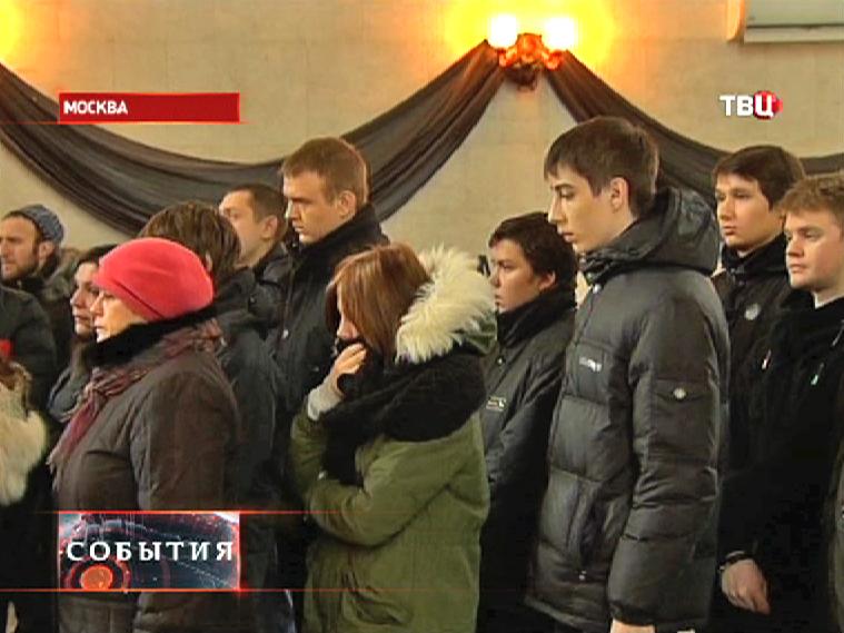 Прощание с учителем Андреем Кирилловым убитым в школе в Отрадном
