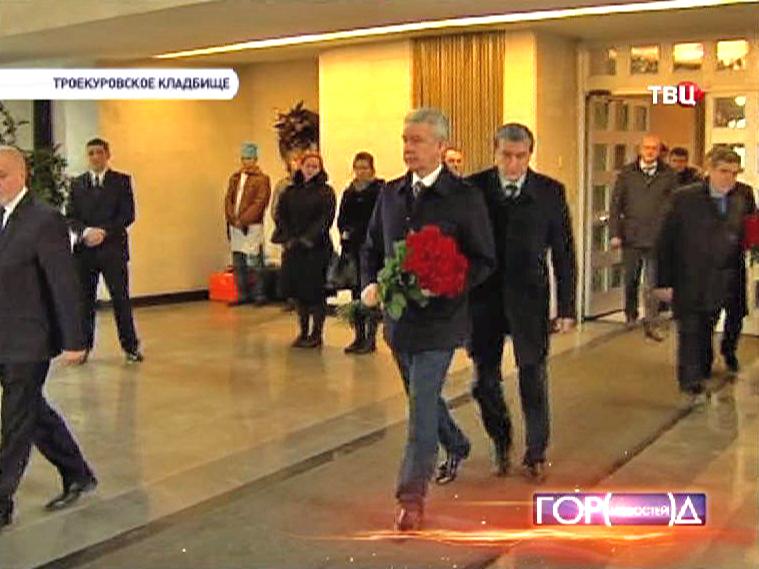 ергей Собянин на церемонии прощания с учителем Андреем Кирилловым убитым в школе в Отрадном