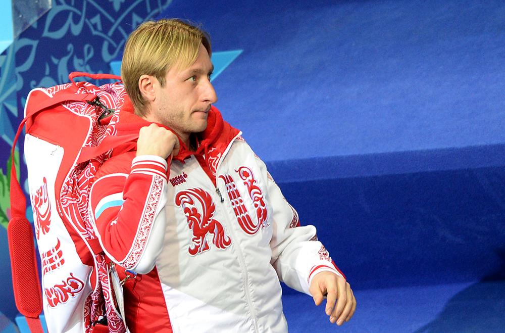 Евгений Плющенко (Россия) перед выступлением в короткой программе мужского одиночного катания командных соревнований по фигурному катанию на XXII зимних Олимпийских играх в Сочи