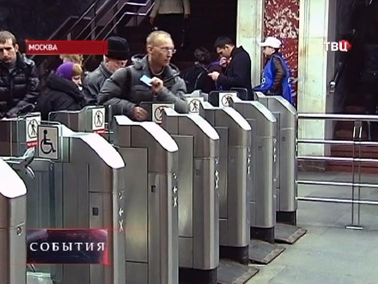 """Турникеты в вестибюле станции метро """" Маяковская"""""""