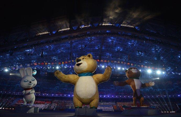 Артисты во время театрализованного представления на церемонии открытия XXII зимних Олимпийских игр в Сочи.