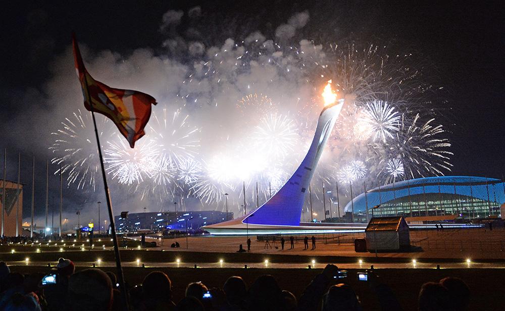 Чаша Олимпийского огня после церемонии открытия XXII зимних Олимпийских игр в Сочи