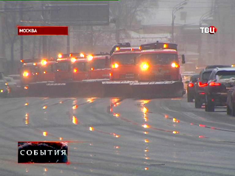 Снегоуборочная техника на улицах Москвы