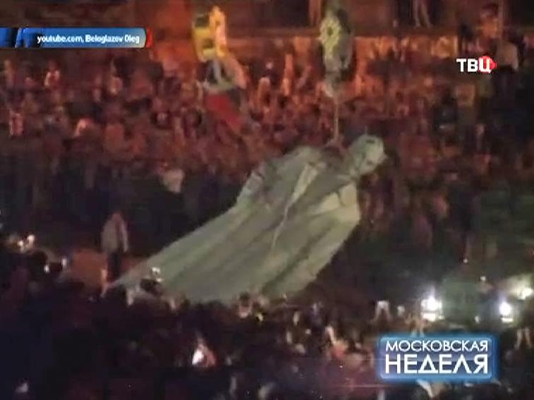 Снос памятника Феликсу Дзержинскому на Лубянской площади