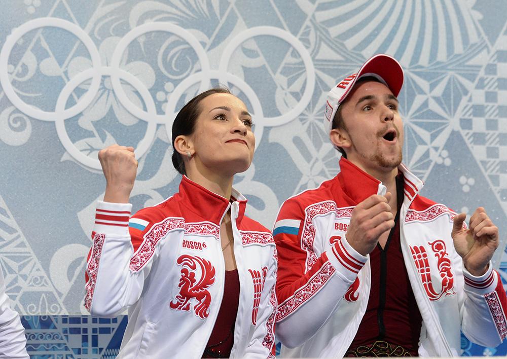 Ксения Столбова и Федор Климов (Россия) после выступления в короткой программе парного катания на соревнованиях по фигурному катанию