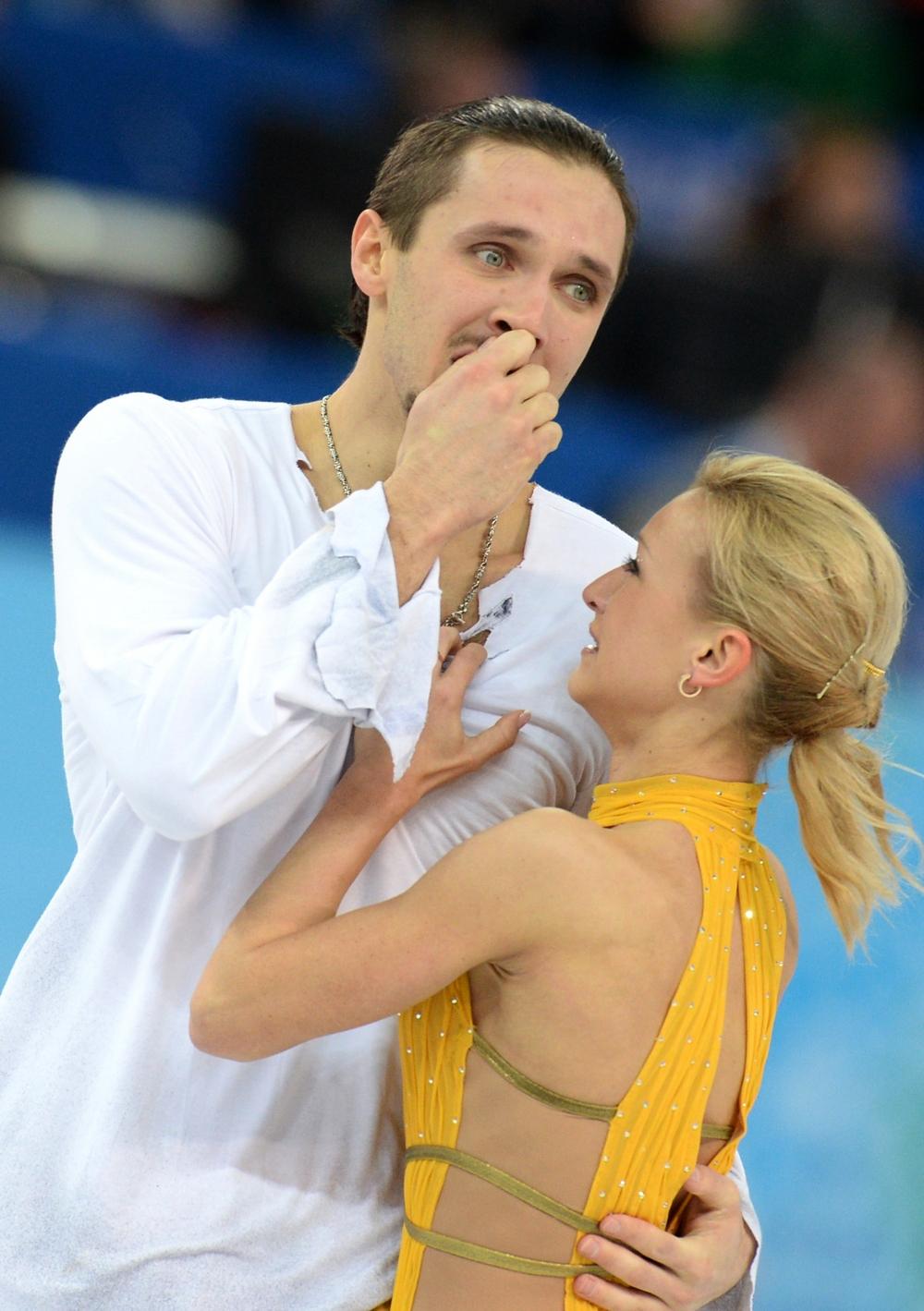 Татьяна Волосожар и Максим Траньков выступают в произвольной программе парного катания