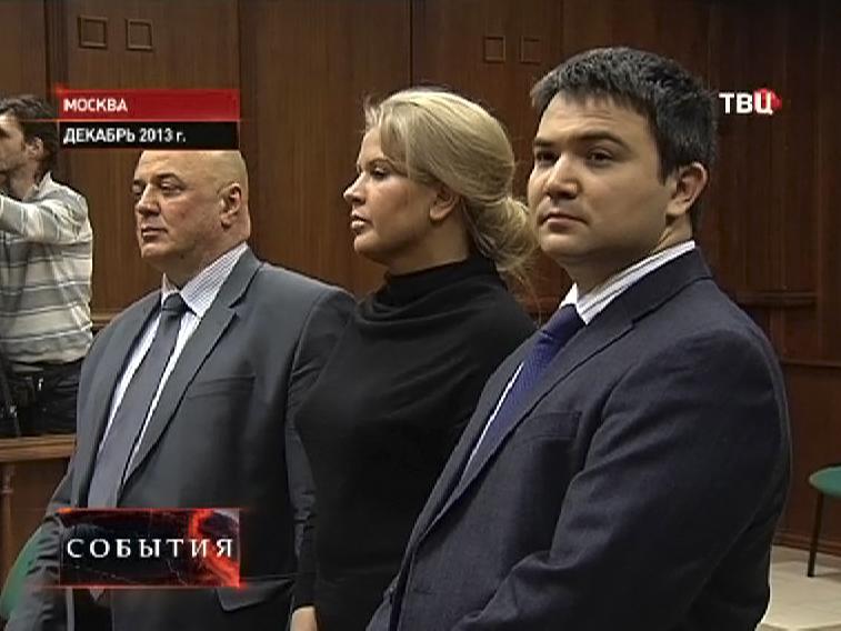 Евгения Васильева в зале суда со своими адвокатами