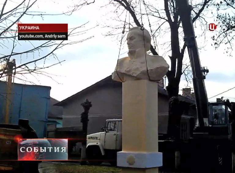 Демонтаж памятника Михаилу Кутузову в Львовской области