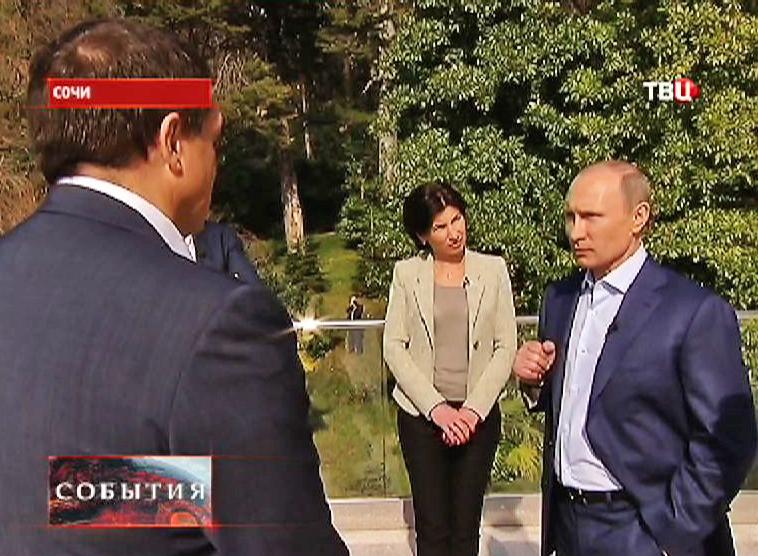 Владимир Путин дает интервью журналистам