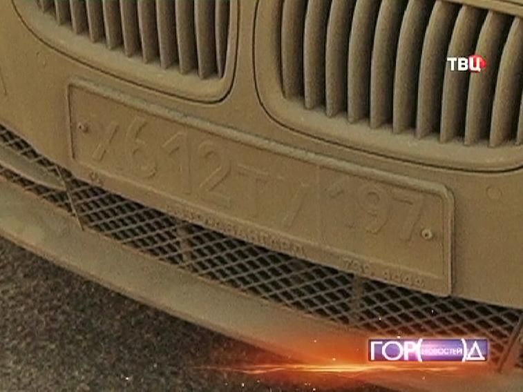 Нечитаемый регистрационный номер автомобиля