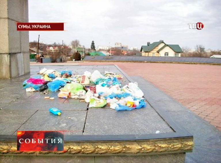 Оскверненный памятник истории на Украине