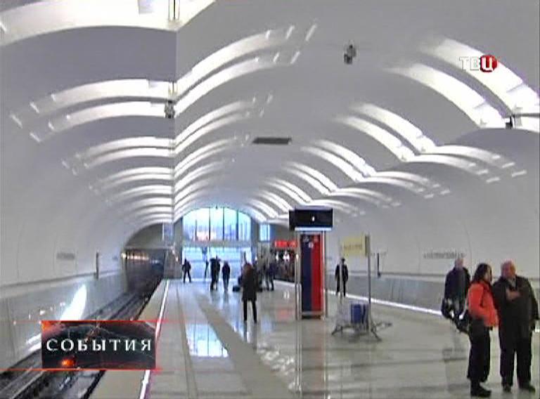 "Станция метро ""Лесопарковая"""