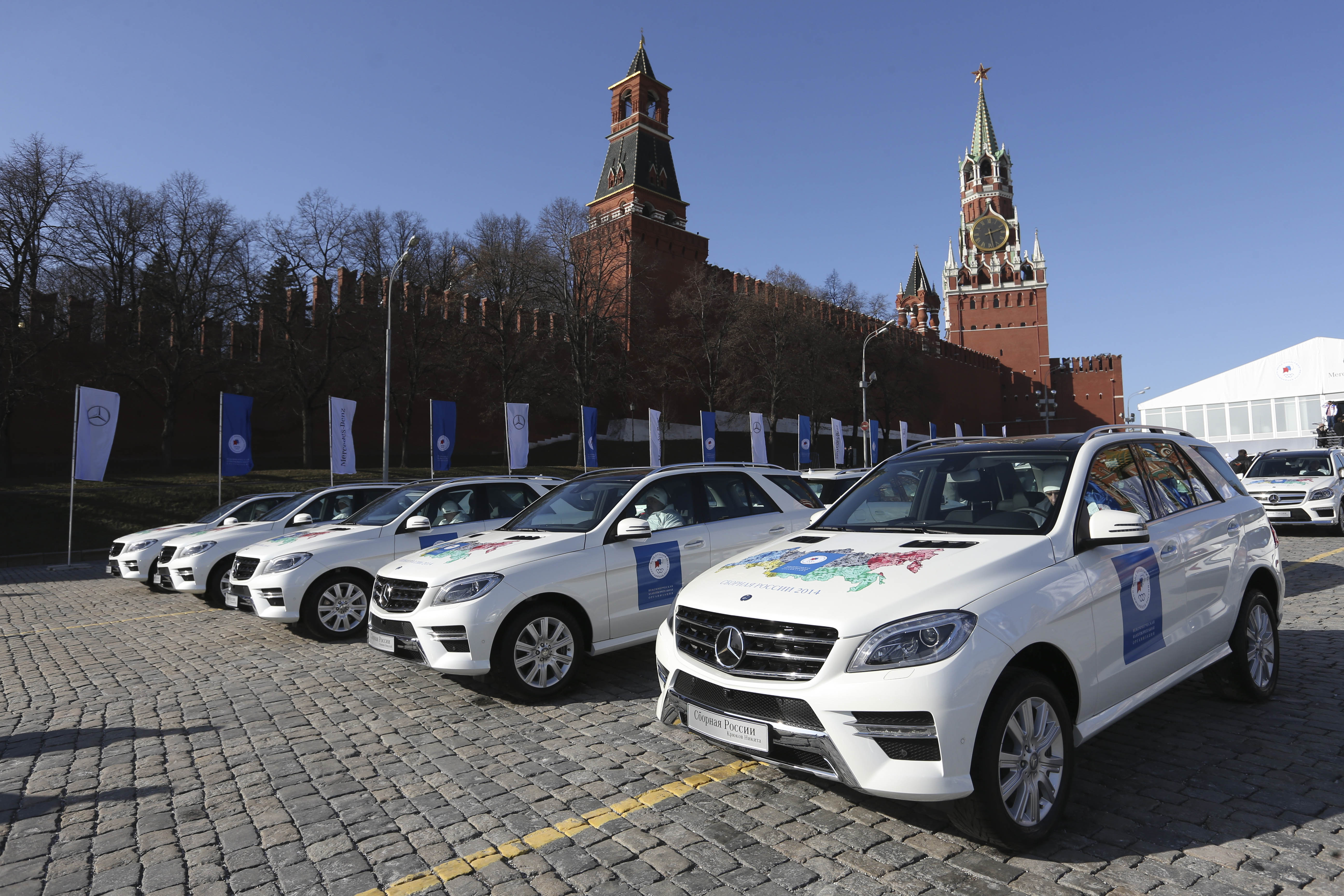 Автомобили, врученные Фондом поддержки олимпийцев России на Красной площади победителям и призерам ХХII Олимпийских зимних игр 2014 года в Сочи