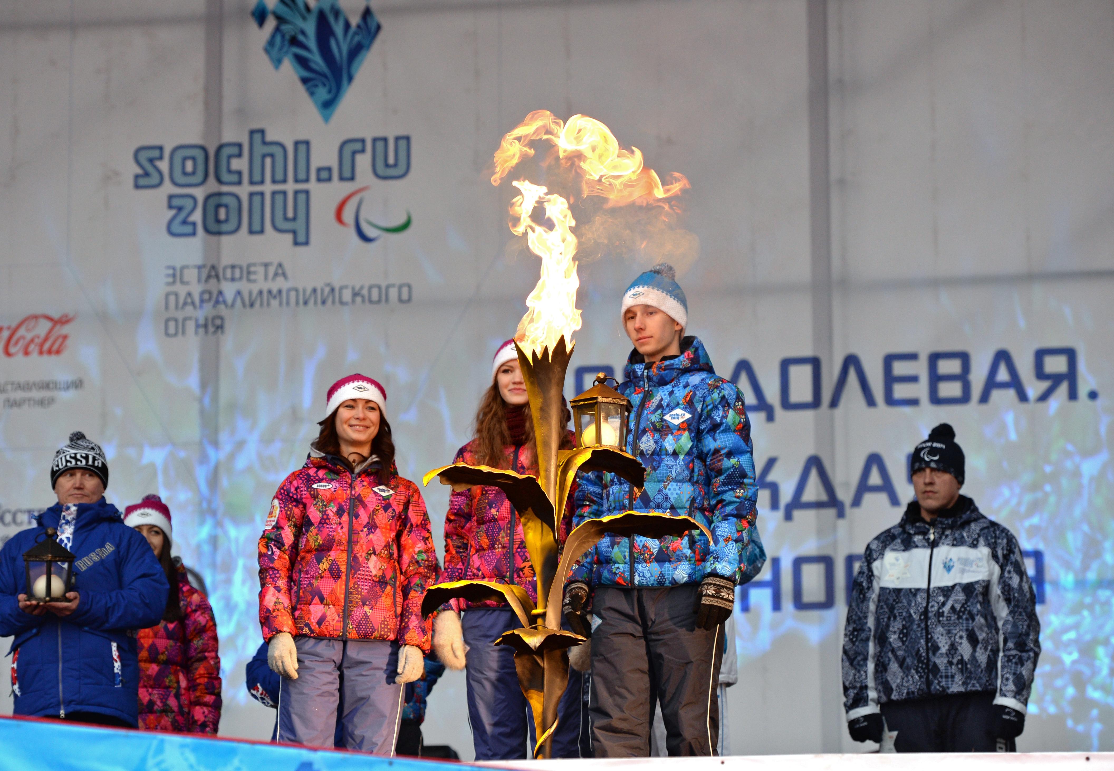 На церемонии зажжения чаша паралимпийского огня