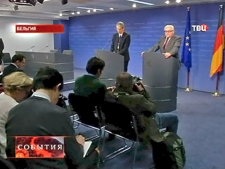 Глава МИД ФРГ Франк-Вальтер Штайнмайер на пресс-конференции