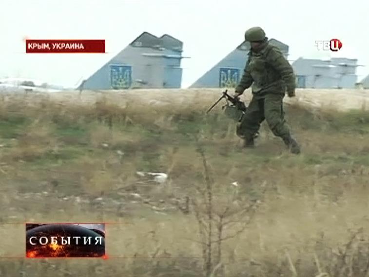 Подразделения Автономной Республики Крым защищают военную авиабазу