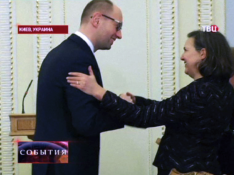 Премьер-министр Украины Арсений Яценюк и заместитель госсекретаря США Виктория Нуланд