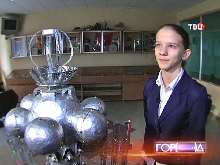 Московская школьница демонстрирует проект космического ковчега