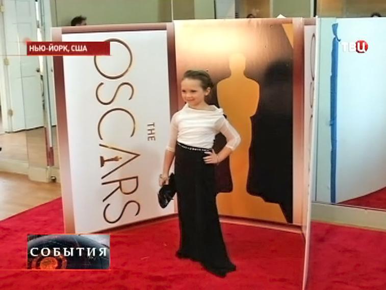 Юнная модель в копии платье Мерил Стрип