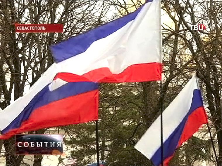 Флаги АР Крым и России