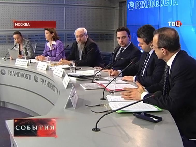 Депутаты Госдумы на пресс-конференции
