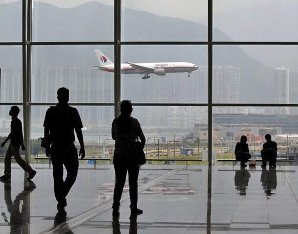 Люди в зале ожидания аэропорта