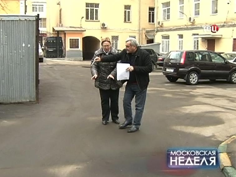 Жители спорят о разделении придомовой территории