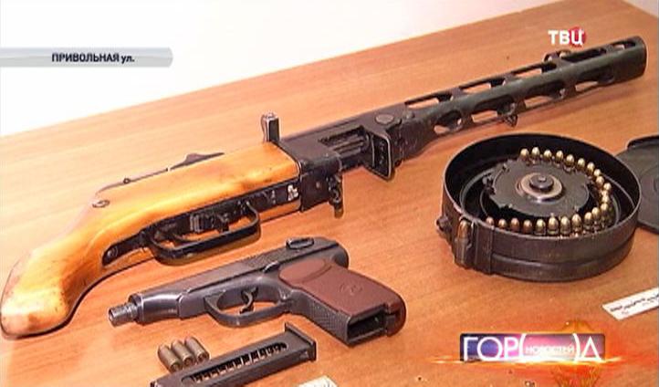 Боевое оружие изъятое у подозреваемых