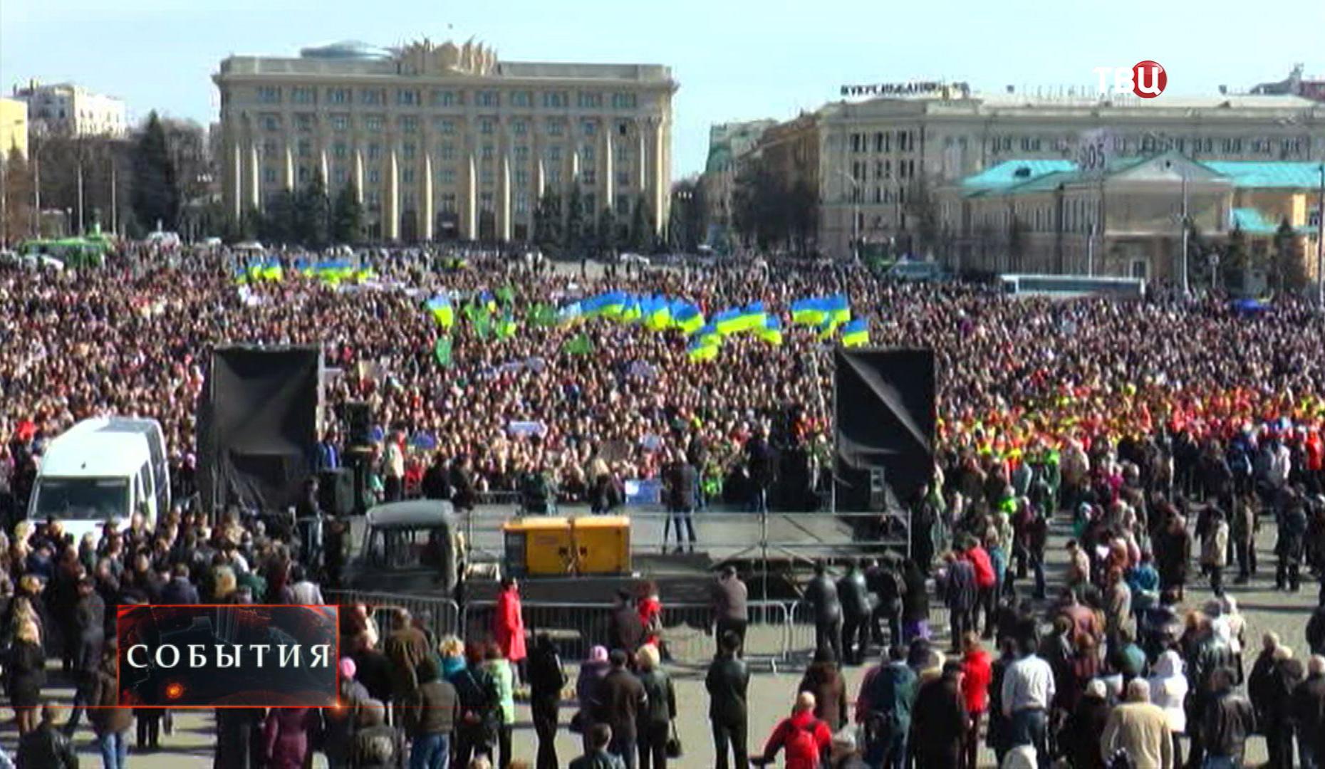 Митинг жителей Харькова в поддержку мэра Геннадия Кернеса