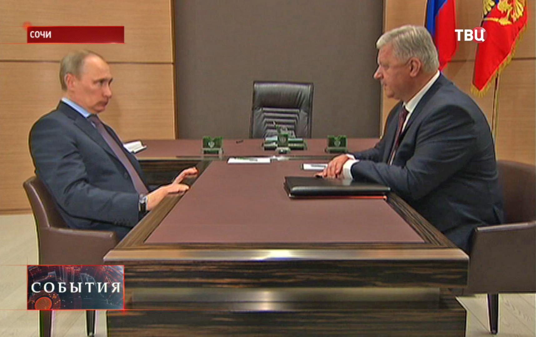 Владимир Путин на встрече с председателем федерации независимых профсоюзов Михаилом Шмаковым