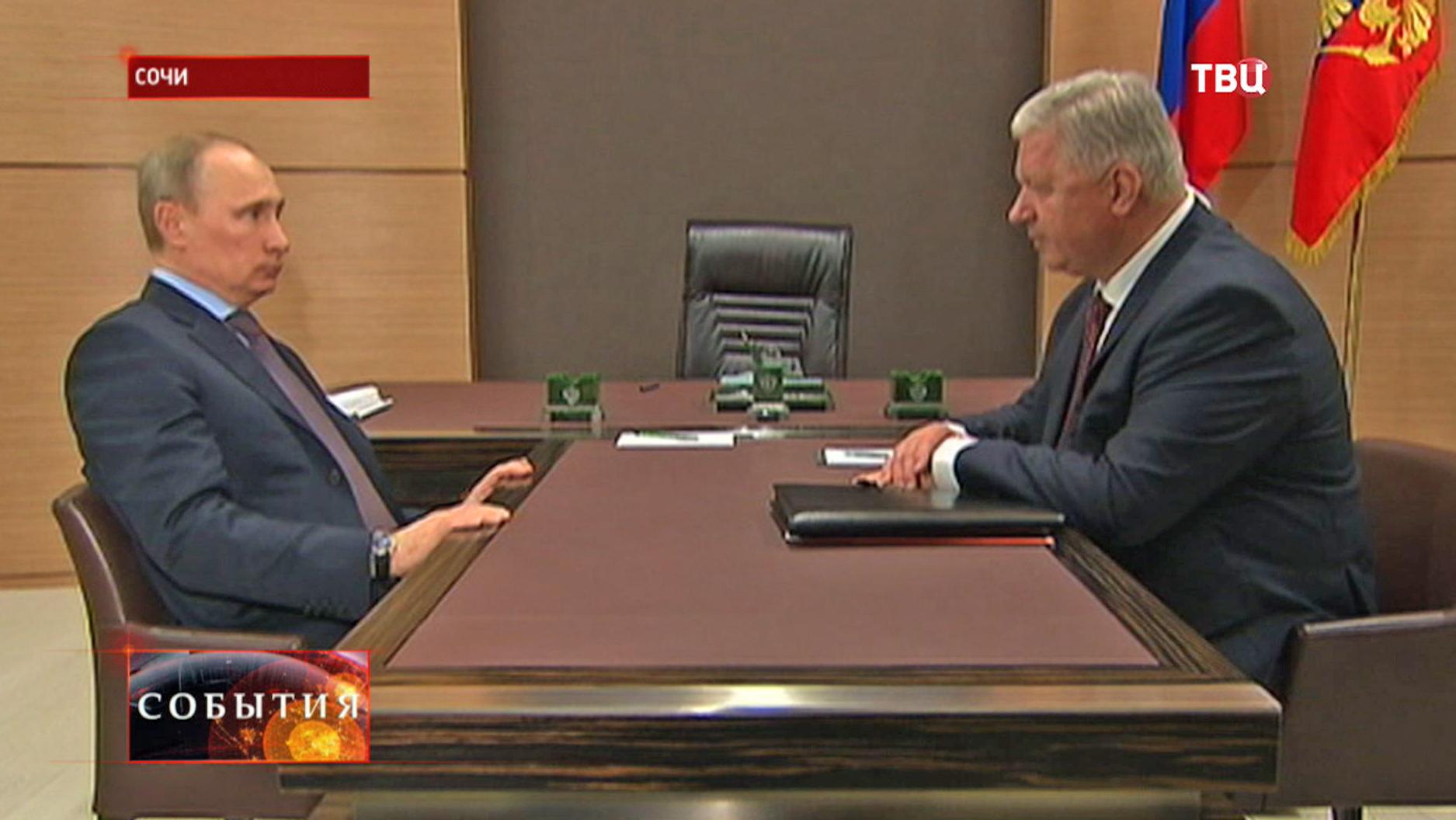 Владимир Путин на встрече с главой Федерации независимых профсоюзов России Михаилом Шмаковым