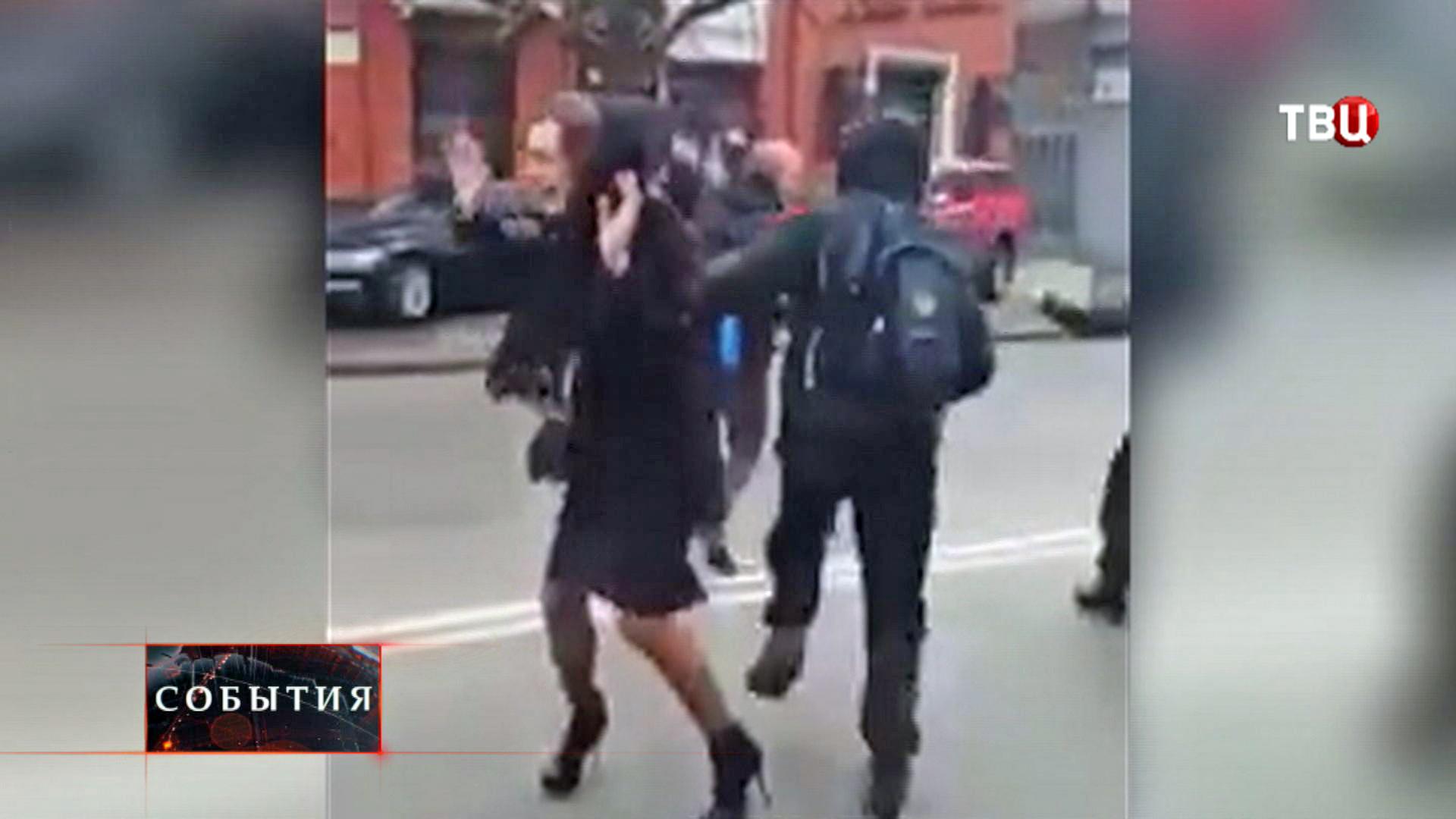 """Радикалы из """"Правого сектора"""" набросились на молодую пару в Днепропетровске"""