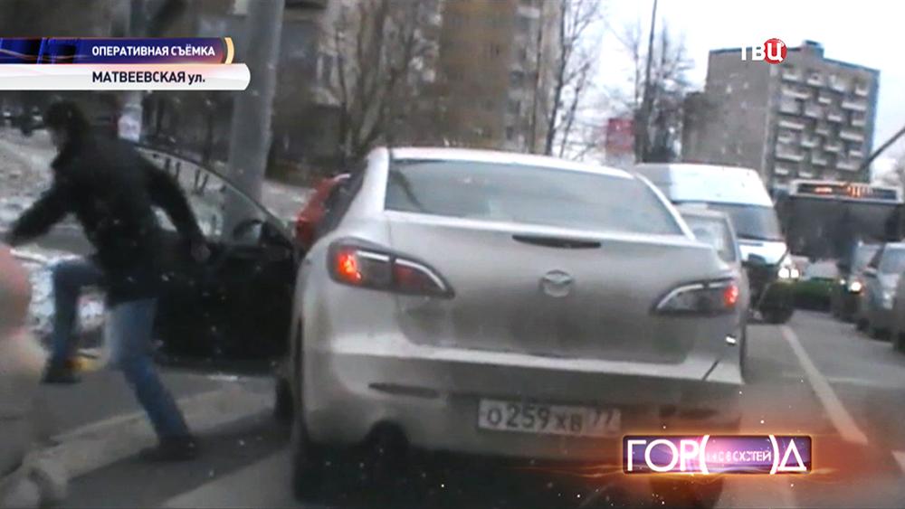 Полиция приследует угонщика