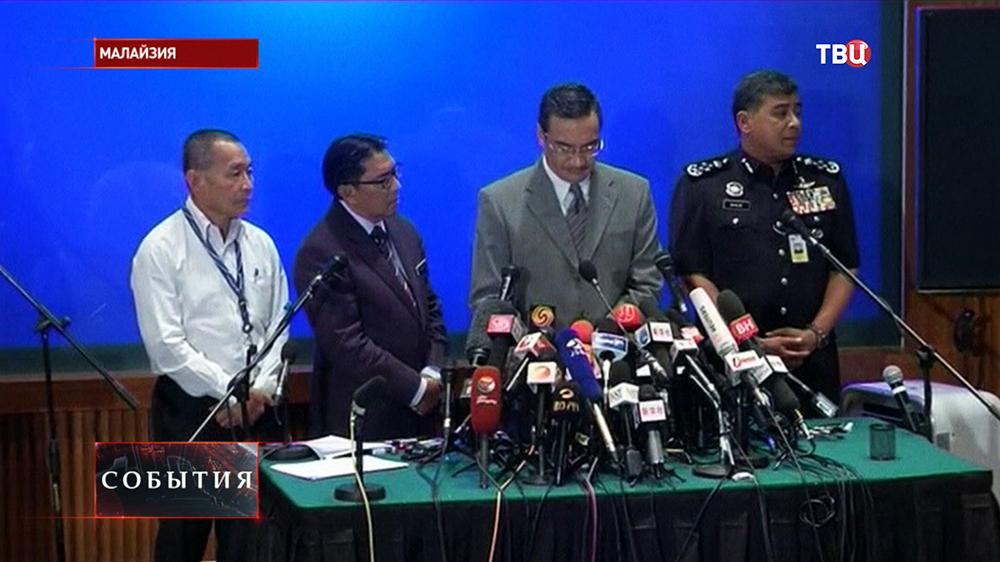 Пресс-конференция министра транспорта Малайзии Хишаммуддин Хусейн