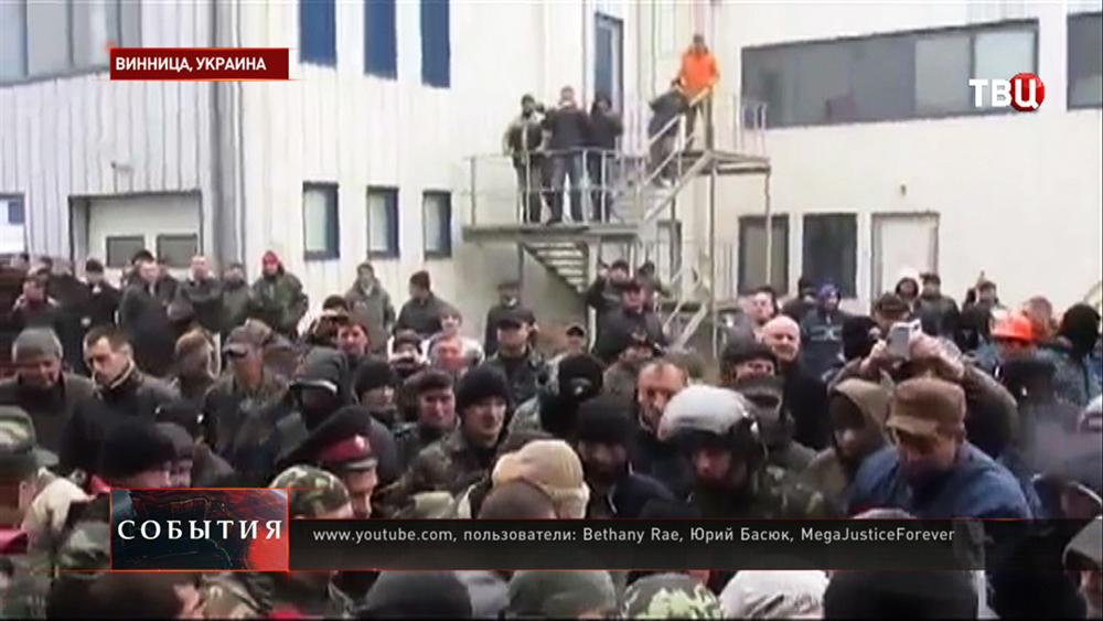 Вооруженные люди захватили завод Nemiroff под Винницей