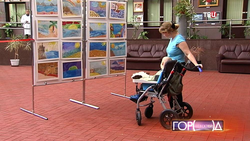 Выставка работ маленьких пациентов Научно-практического центра медпомощи